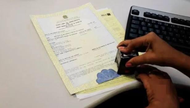 Novo modelo de certidão de nascimento é lançado no Brasil