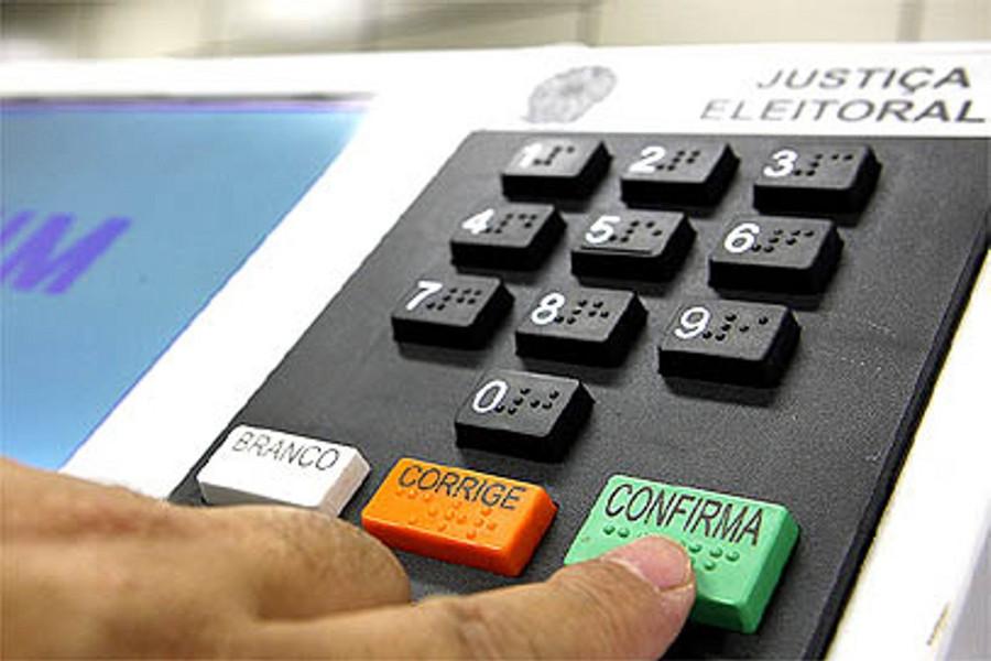 Senado aprova voto distrital misto nas eleições