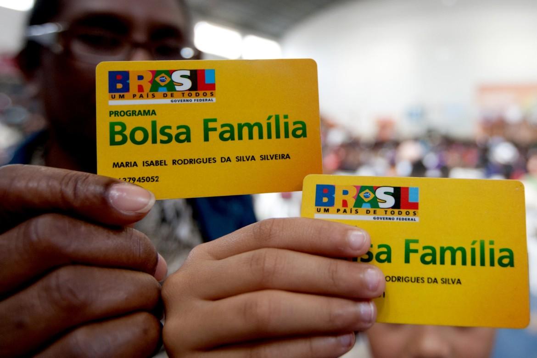 Aumento no Bolsa Família será de 5,67%, anuncia Temer