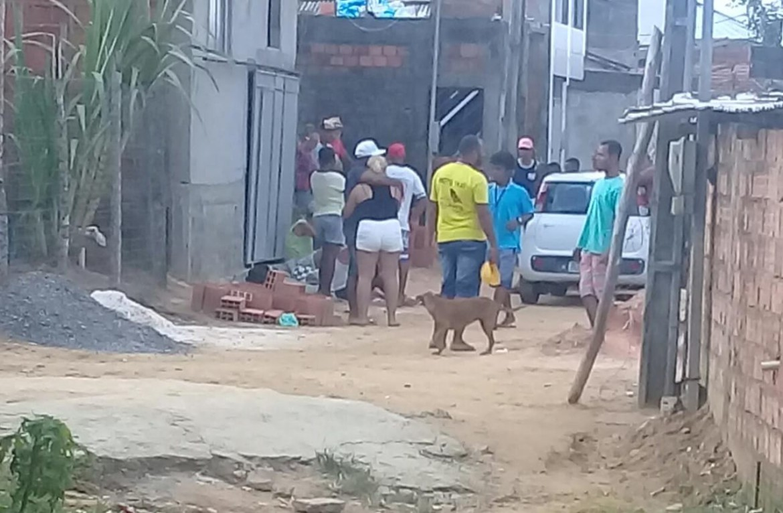 Menor é assassinado com diversos tiros em Simões Filho 12